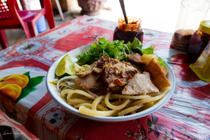 cao-lau-vietnam-plat