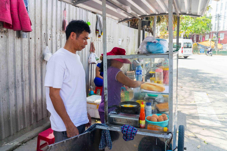 street-food-vietnam-banh-mi