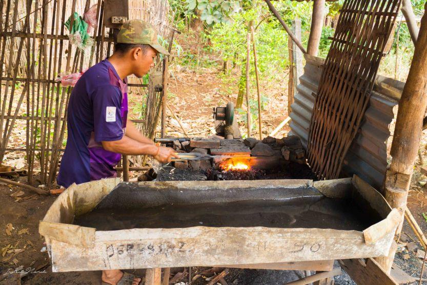village des forgerons laos