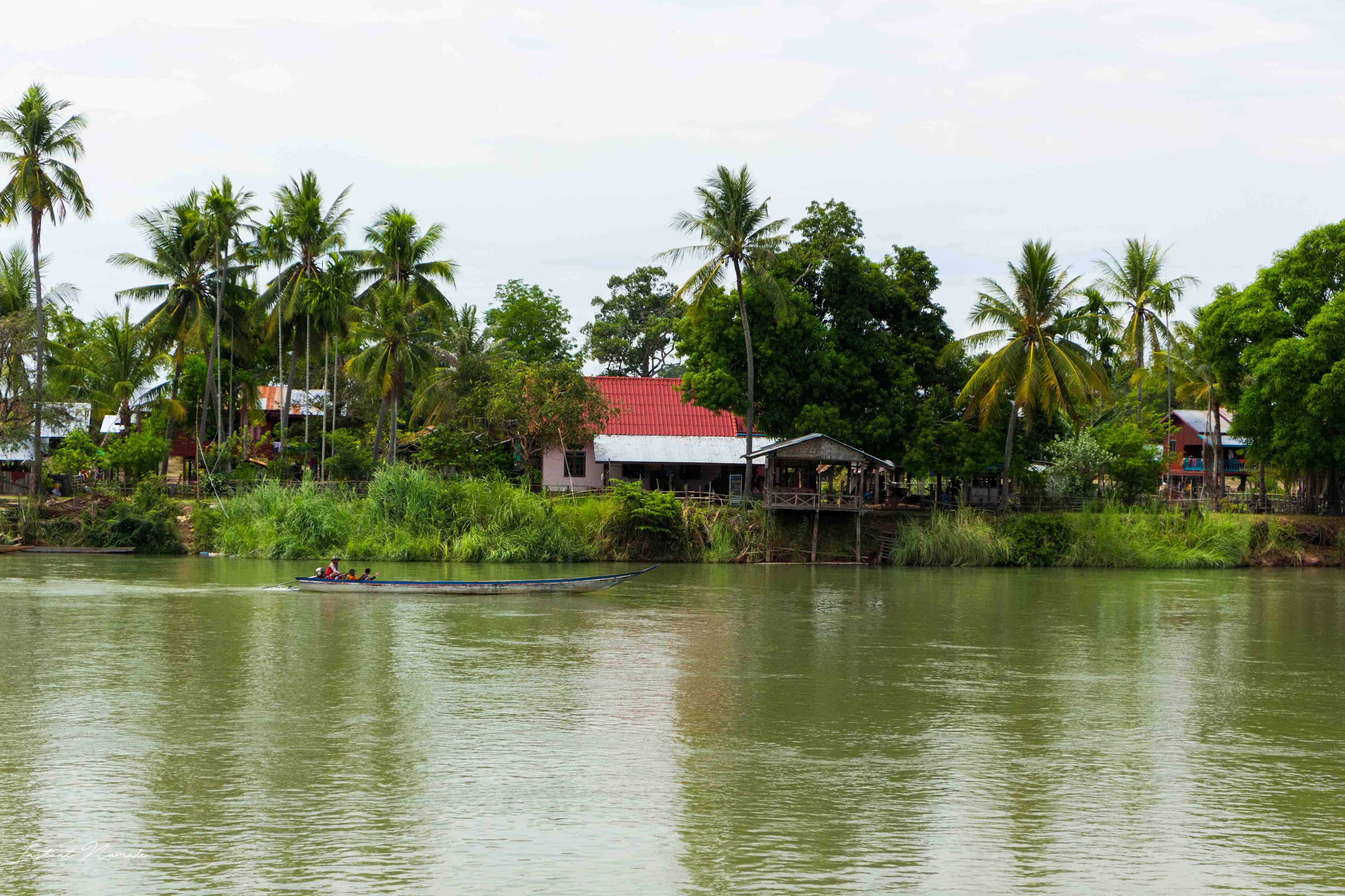 4000 iles pirogue laos