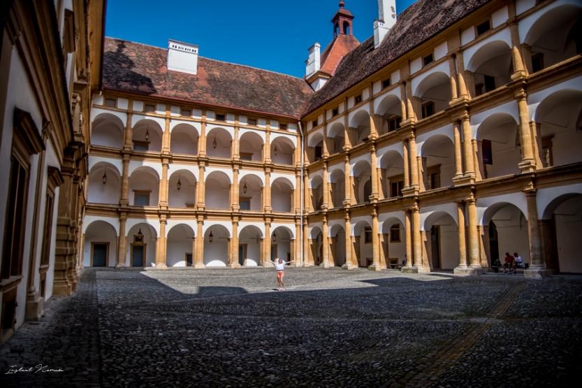 cour chateau eggenberg