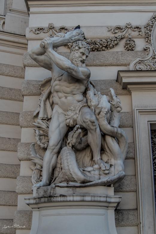 palais_hofburg_statue