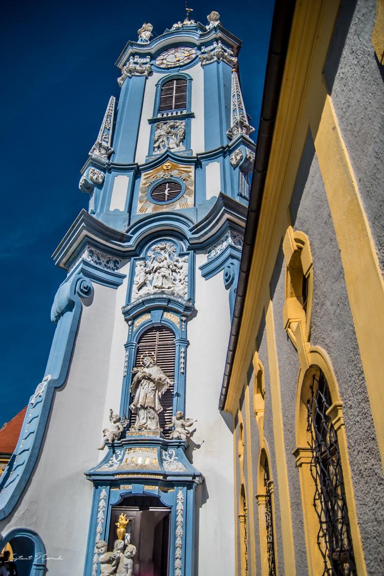 abbaye des augustins façade bleue autriche