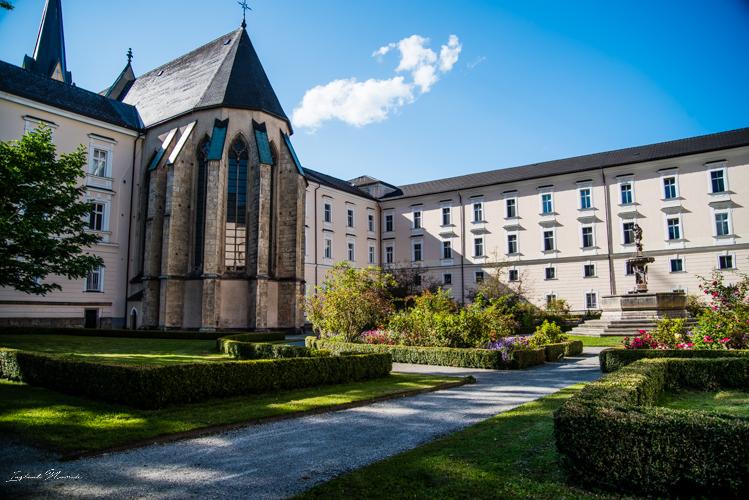 jardin-fleuri-abbaye-admont
