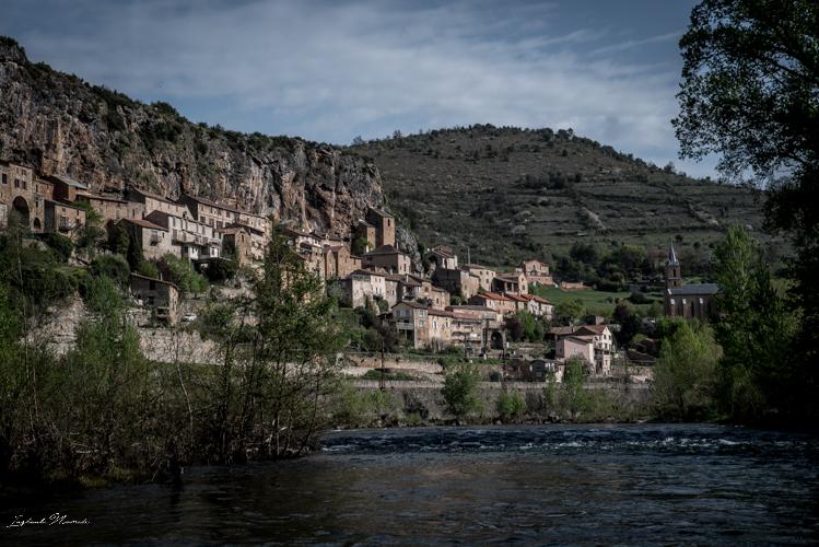peyre village troglodyte aveyron