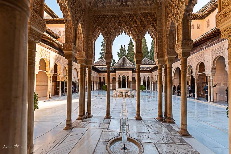 cour des lions alhambra grenade