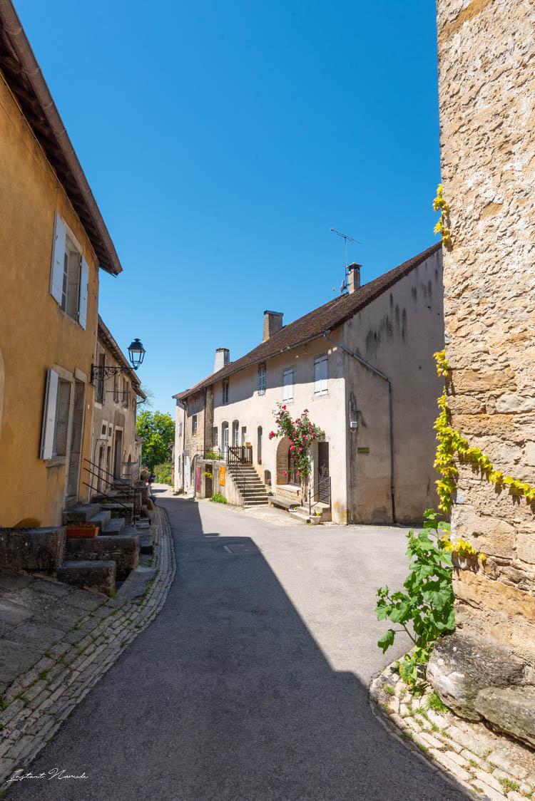 petite_rue_chateau_chalons_jura (2)