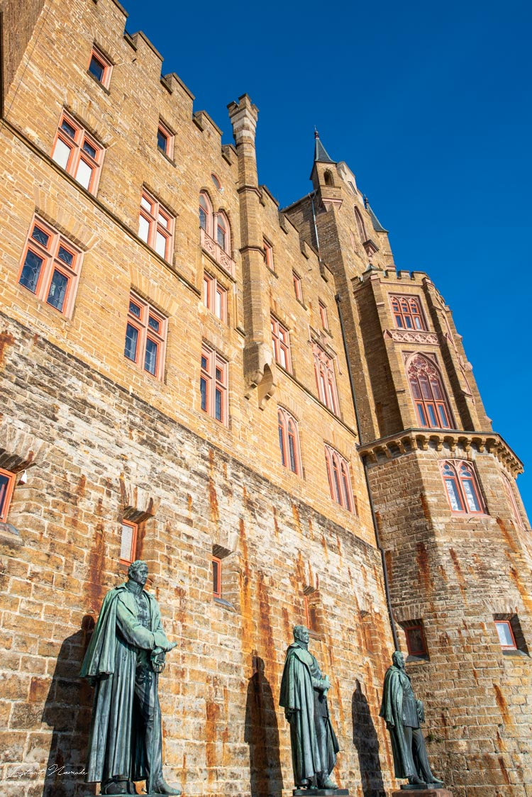 chateau hohenzollern facade statue