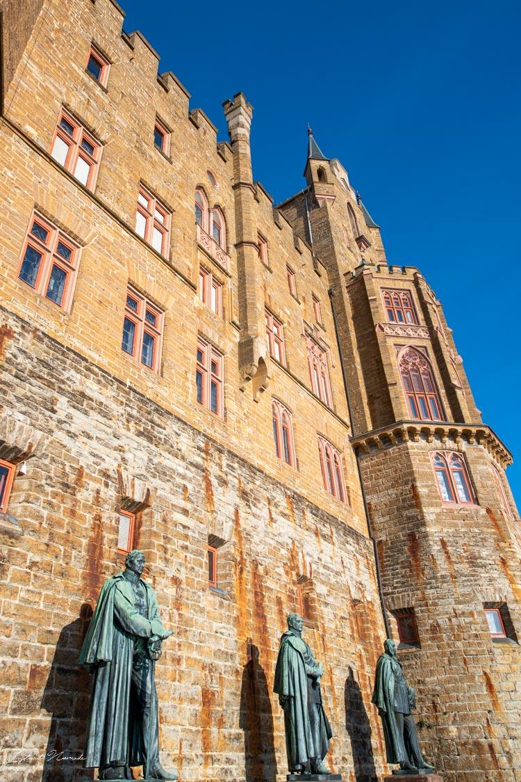 chateau hohenzollern facade statue