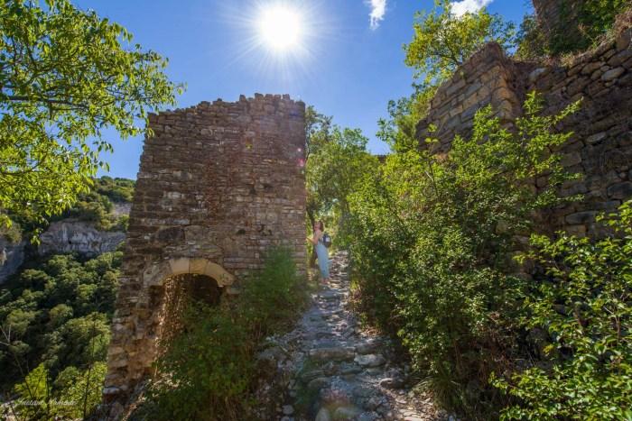 ruines rochecolombe ardeche
