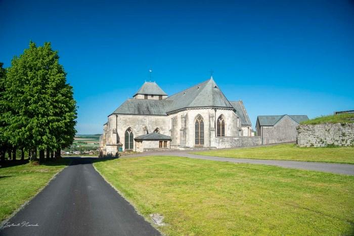 eglise medievale dun sur meuse