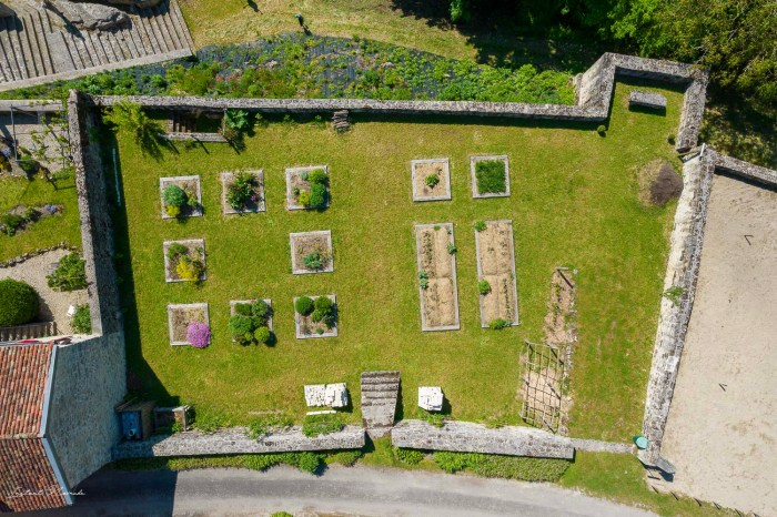 jardin medieval dun sur meuse